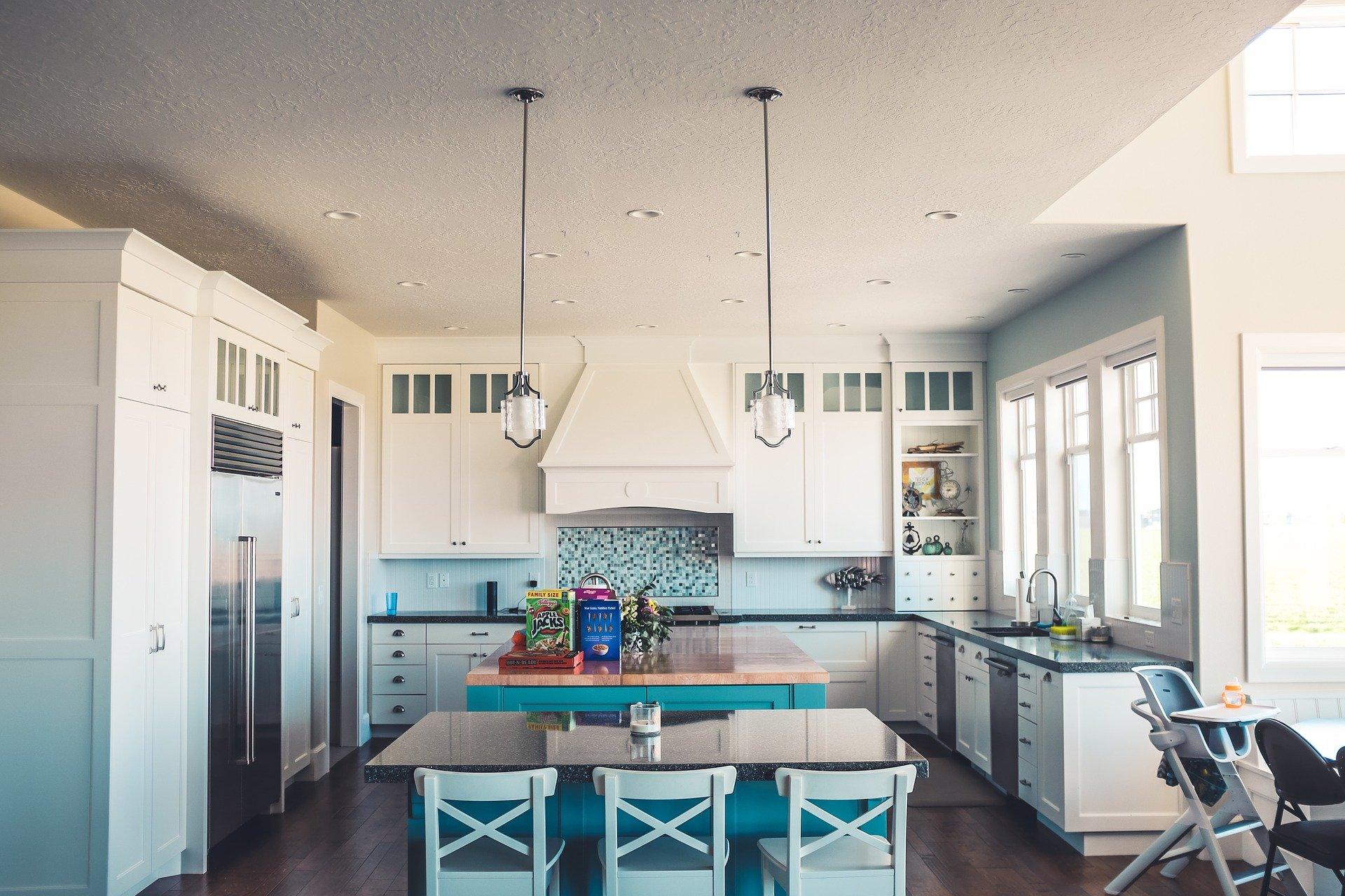 Prostorná světlá kuchyň