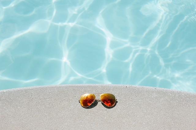 brýle a bazén