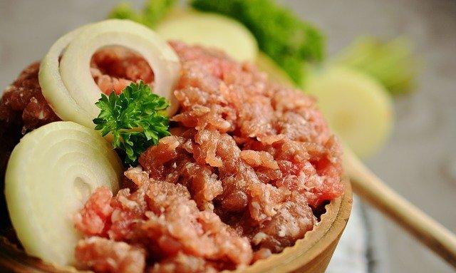 mleté maso s cibulí