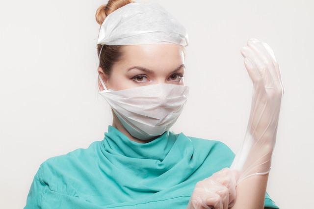doktorka s rukavicemi