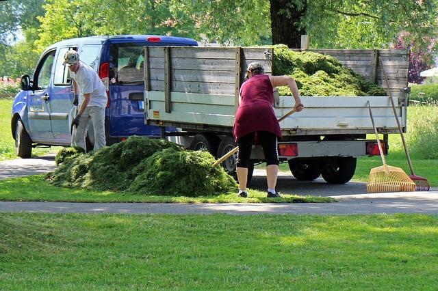 práce na trávníku